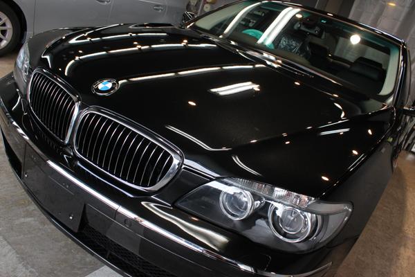 BMW740i ブラックサファイア ボンネット左上