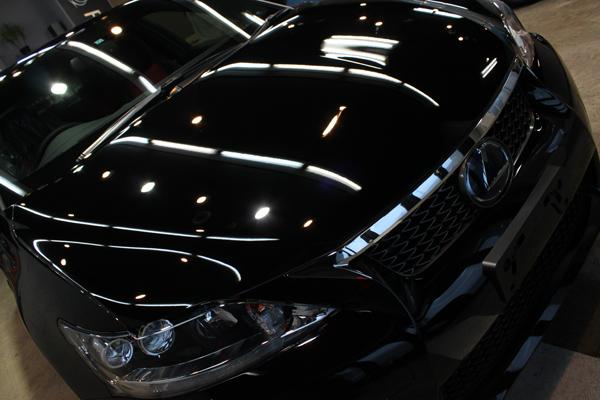 究極のブラック。レクサスCT200h Fスポーツのボディーガラスコーティング。