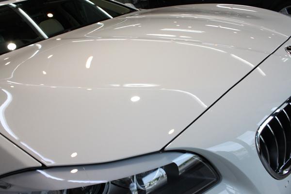 BMW535i F10 アルピンホワイト ボンネット