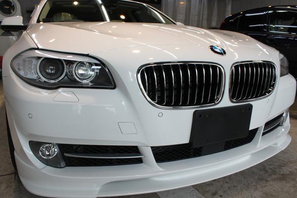 BMW535i F10 アルピンホワイト 右正面