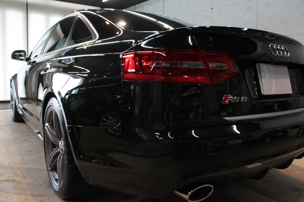 アウディ RS6 ファントムブラックパールエフェクト リア