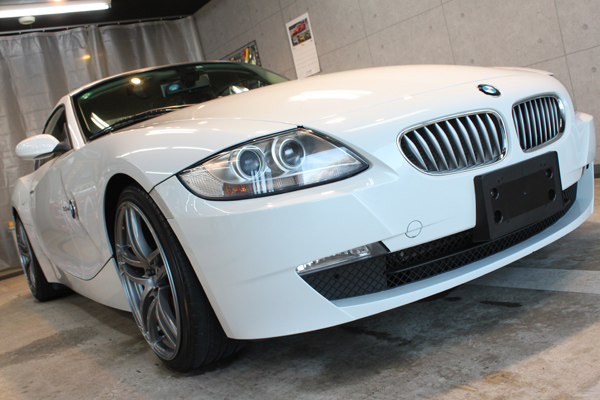 BMW Z4coupe 3.0si (アルピンホワイト3)右前方
