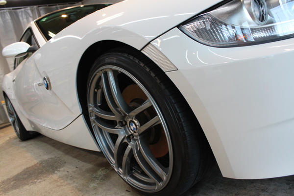 BMW Z4coupe 3.0si (アルピンホワイト3)右フェンダー