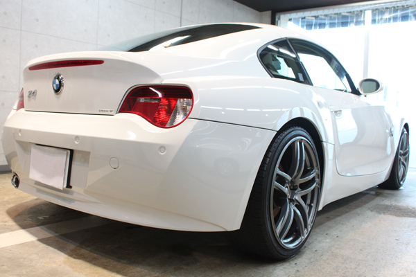 BMW Z4coupe 3.0si (アルピンホワイト3)右サイド後方