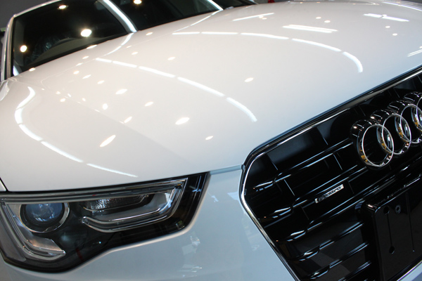 Audi A5 sportback 2.0TFSI quattro S line(グレイシアホワイトメタリック)ボンネット