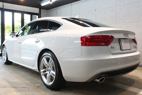 Audi A5 sportback 2.0TFSI quattro S line(グレイシアホワイトメタリック)左サイド後方