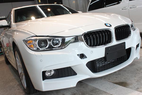 BMW 320d ブルーパフォーマンス MSport(アルピンホワイト3)右正面