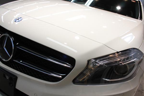 メルセデスベンツ A180(カルサイトホワイト)左ヘッドライト