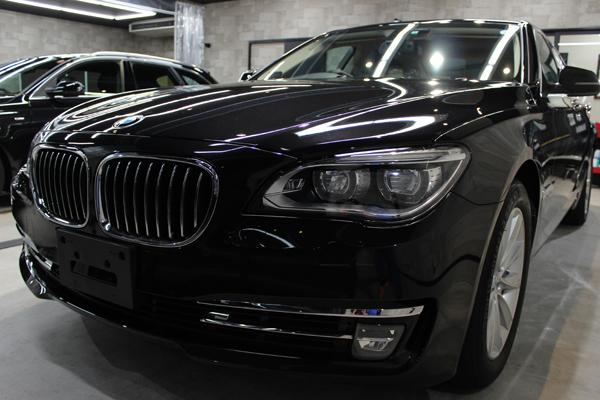 BMWのフラッグシップモデル7シリーズ、740iのガラスコーティング。