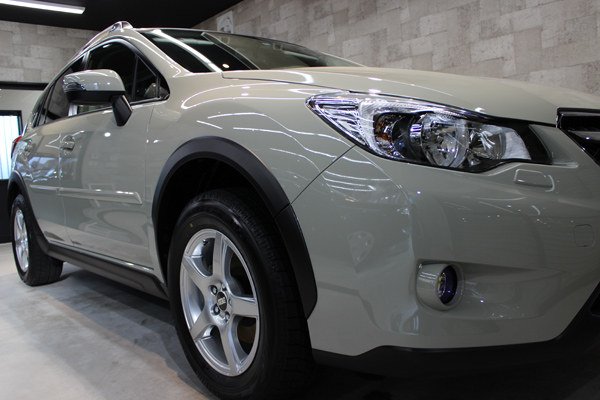スバル XV(デザートカーキ)右フェンダ