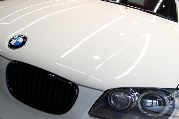 BMW135iボンネット左ズーム