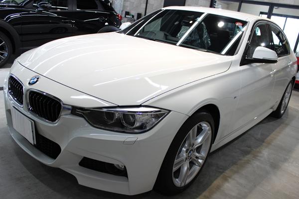 BMW320d左側面前方