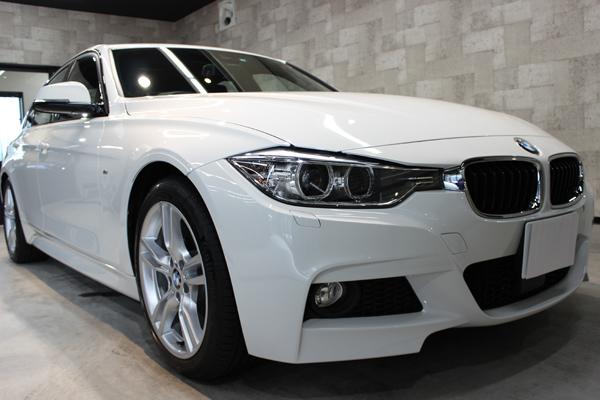 BMW320d右側面前方