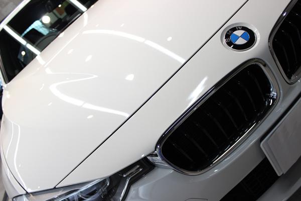 BMW320dボンネット右前方