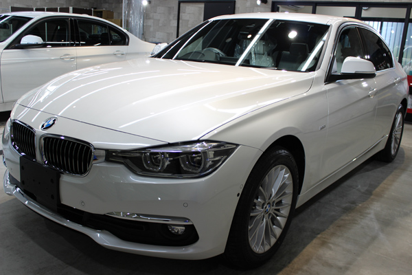 BMW320ixDriveボンネット左