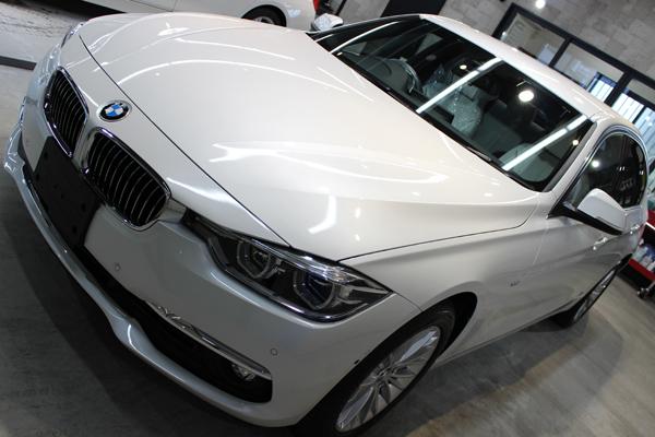 BMW320ixDriveフロントバンパー左