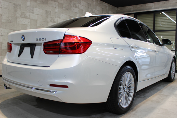 BMW320ixDrive右側面後方