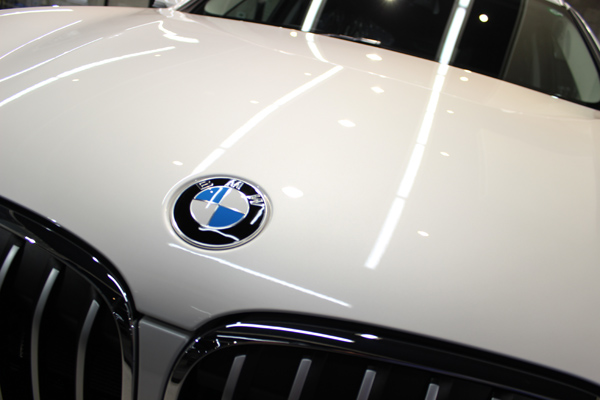 BMW X1ボンネット
