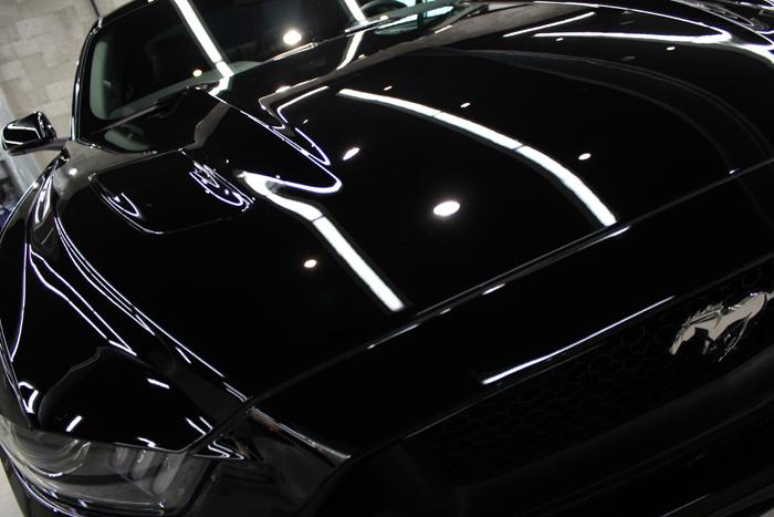 フォード マスタング GTクーペプレミアム ブラック ボンネット1