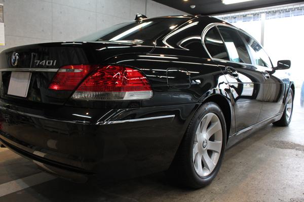 BMW740i ブラックサファイア 右後方