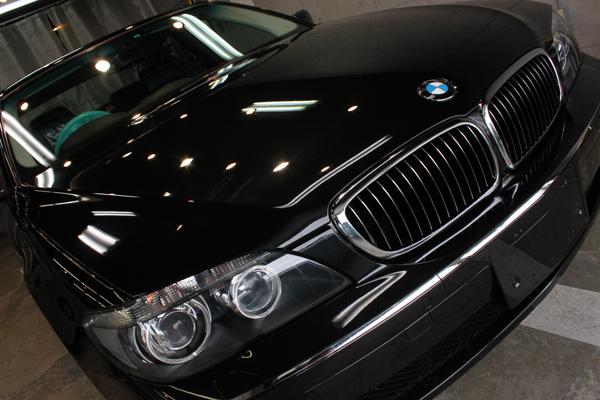 BMW740i ブラックサファイア ボンネット右上