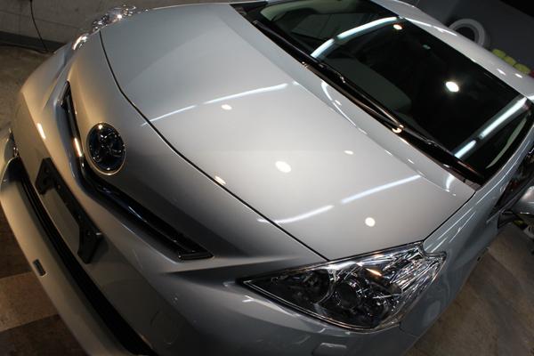 トヨタ プリウスα  新色クリアーストリームメタリックを本当の美しさへ