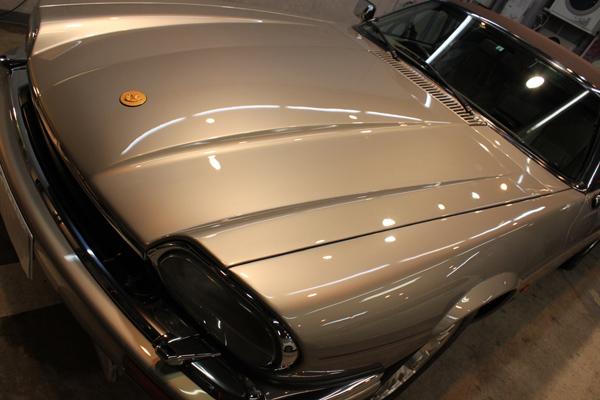 ジャガー XJ-S V12 コンバーチブル(トパーズ)ボンネット左