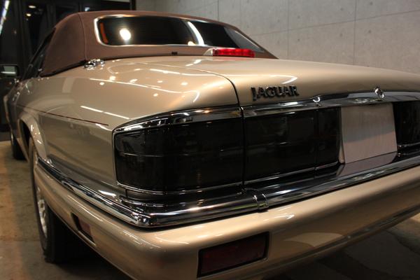 ジャガー XJ-S V12 コンバーチブル(トパーズ)テール左