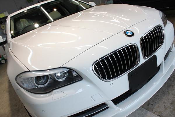 BMW535i F10 アルピンホワイト 右上