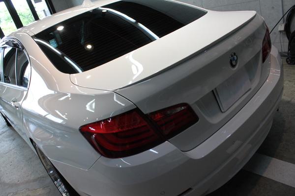 BMW535i F10 アルピンホワイト リア左上