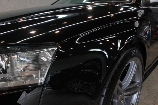 アウディ RS6 ファントムブラックパールエフェクト 左フェンダー