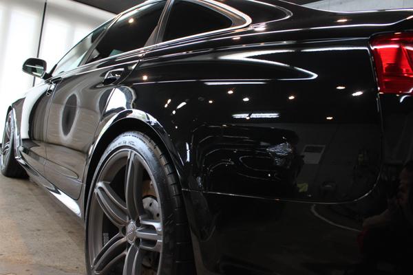 アウディ RS6 ファントムブラックパールエフェクト 左クォーター