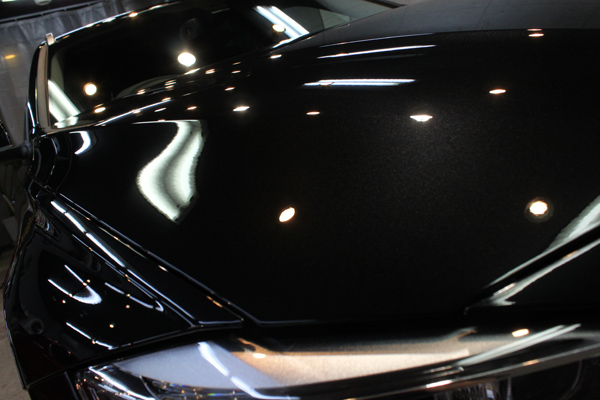 BMW 320d ブルーパフォーマンス ツーリング(ブラックサファイア)ボンネット