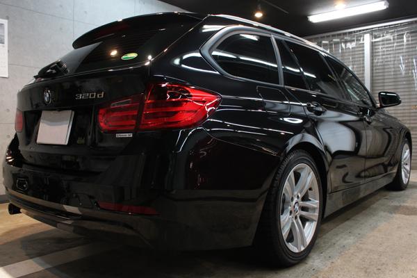 BMW 320d ブルーパフォーマンス ツーリング(ブラックサファイア)右後方