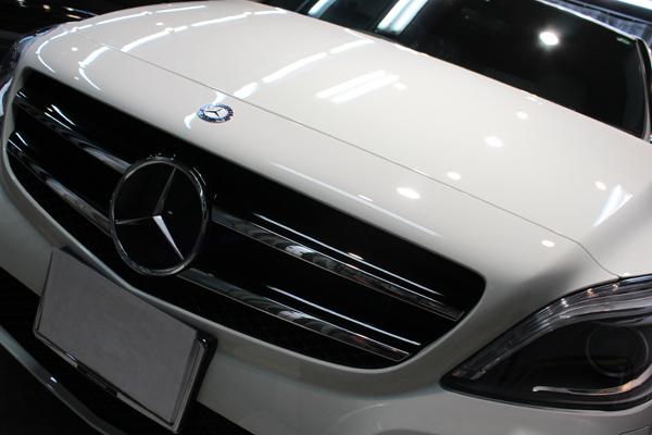 メルセデスベンツ B180(カルサイトホワイト)ボンネット