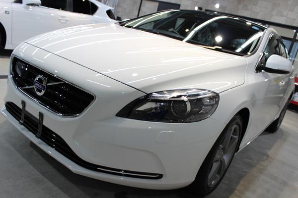 北欧のスタイリッシュモダン  ボルボV40のカーコーティング