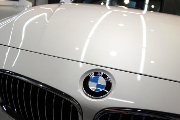 BMW320ixDriveボンネット前方