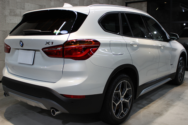 BMW X1右側面後方