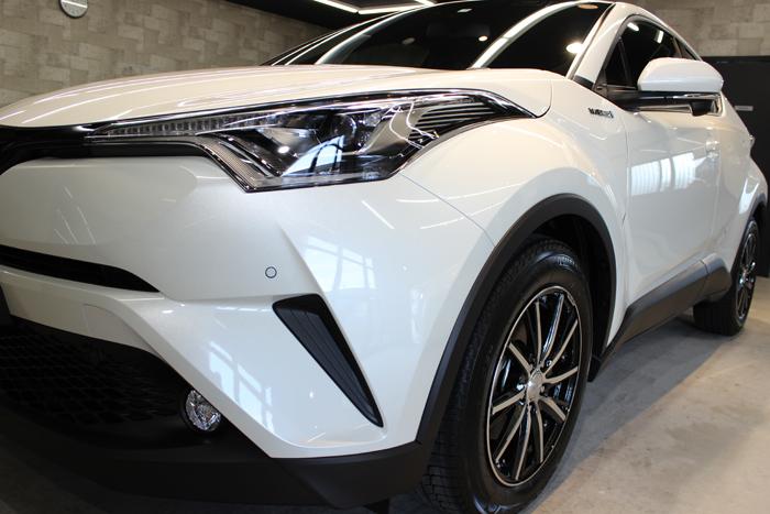 トヨタ C-HR ホワイトパールクリスタルシャイン ヘッドライト