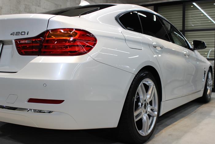 BMW 420i グランクーペ ミネラルホワイト テールレンズ