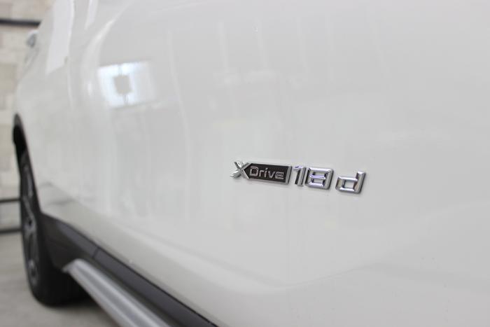 BMW X1 ミネラルホワイト サイドエンブレム