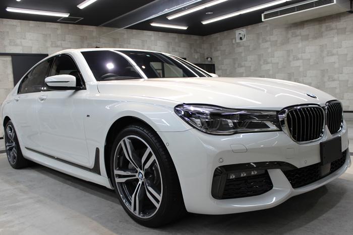 BMW 740i Mスポーツ ミネラルホワイト キドニーグリル