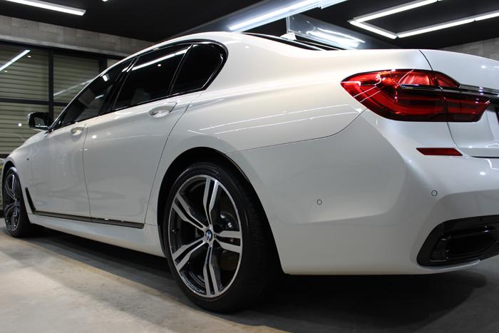 BMW 740i Mスポーツ ミネラルホワイト リアバンパー