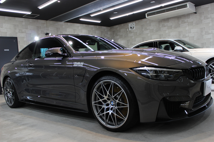 BMW M4 シャンパンクオーツ 右ホイール