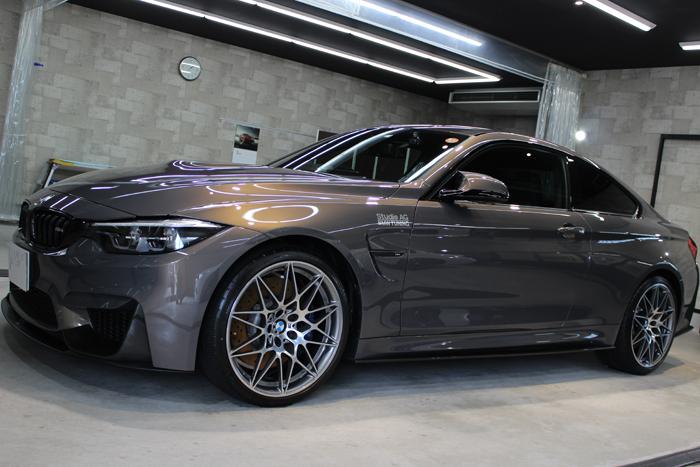 BMW M4 シャンパンクオーツ 左ドア