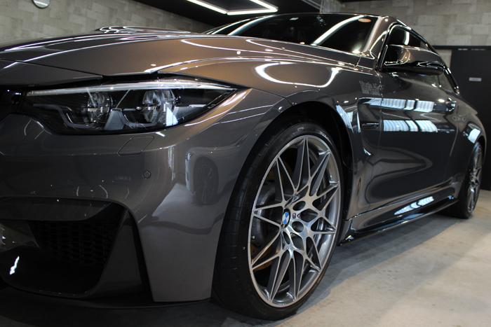 BMW M4 シャンパンクオーツ 左フェンダー