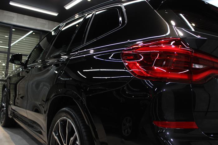 BMW X3 xDrive20d Mスポーツ ブラックサファイア テールライト