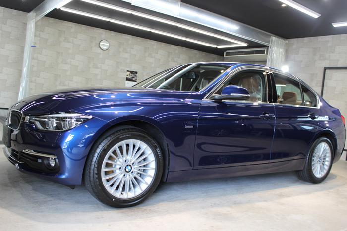 BMW 320d ラグジュアリー メディテラニアンブルー ホイール1