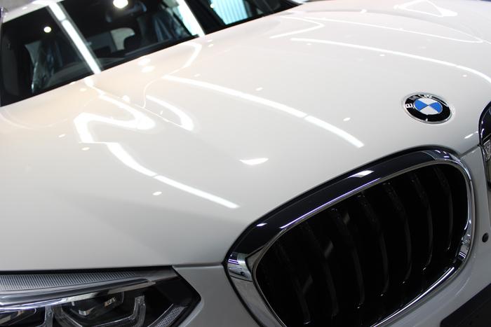 BMW X3 xDrive20i Mスポーツ アルピンホワイト ボンネット