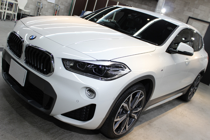 BMW X2 アルピンホワイト ボンネット右